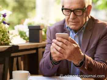 Smartphones helping vulnerable Edmonton seniors access COVID-19 info, vaccines in outreach program