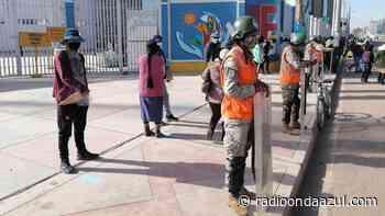 Juliaca: Desde tempranas horas postulantes hicieron cola en Estadio Guillermo Briceño, para examen general de la UNA - Radio Onda Azul