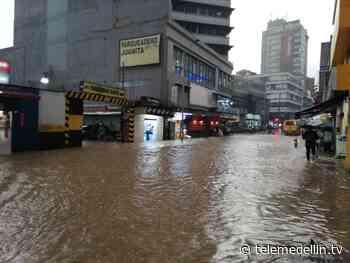 Videos: ciudadanos reportan fuerte aguacero en Medellín - Telemedellín