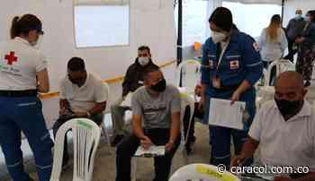 Taxistas de Medellín se podrán vacunar sin cita en la Cruz Roja - Caracol Radio