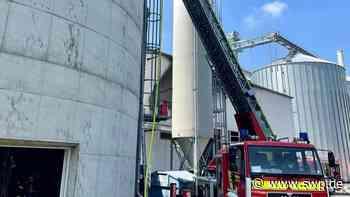 Feuerwehreinsatz in Empfingen: Großeinsatz bei Brand in Pelletfirma - SWP