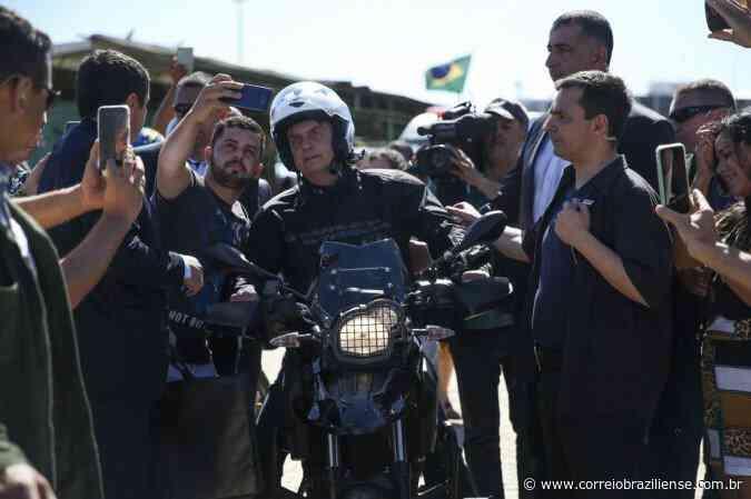 Bolsonaro anda de moto e assiste a missa em igreja de Formosa - Correio Braziliense