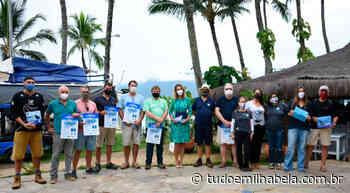 Prefeitura de Ilhabela entrega material em marinas com destaque para regras de avistamento de cetáceos - Tudo em Ilhabela