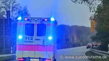 Auto prallt bei Fahrtraining gegen Baum: Schwerverletzte - Süddeutsche Zeitung
