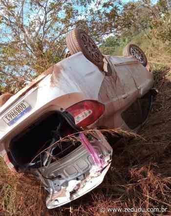 Xinguara: Carro capota, fica destruído, mas ocupantes têm apenas ferimentos leves - Blog do Zé Dudu