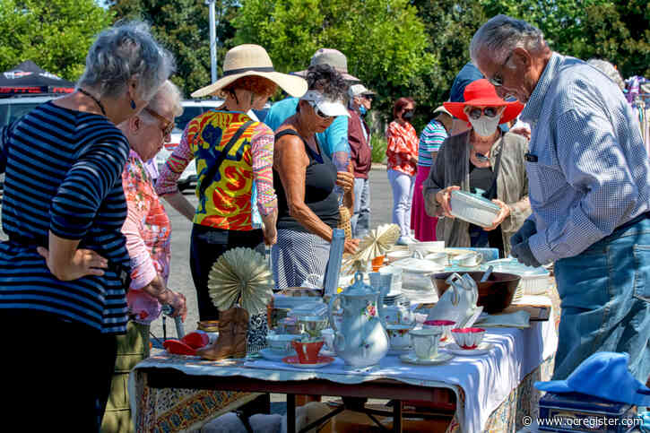 Laguna Woods residents pack outdoor Village Bazaar