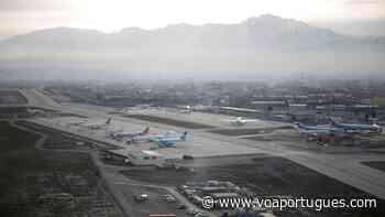 Afeganistão: Talibã rejeita papel militar estrangeiro na guarda do aeroporto de Cabul após saída de tropas - Voz da América