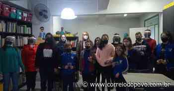 Alunos recebem pulseiras no combate à Covid-19 em Campo Bom - Jornal Correio do Povo