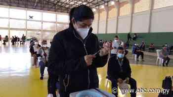Vacunatorio de San Lorenzo cerró a las 15:00 y dejó a mucha gente sin inmunizar - Nacionales - ABC Color