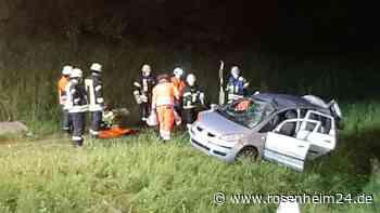 Auto überschlägt sich bei Flintsbach am Inn - drei Personen aus Rosenheim verletzt