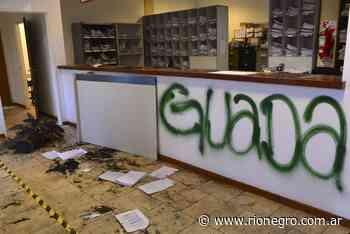 La Angostura prohibió los grafitis y exigirá un permiso a las organizaciones - Diario Río Negro
