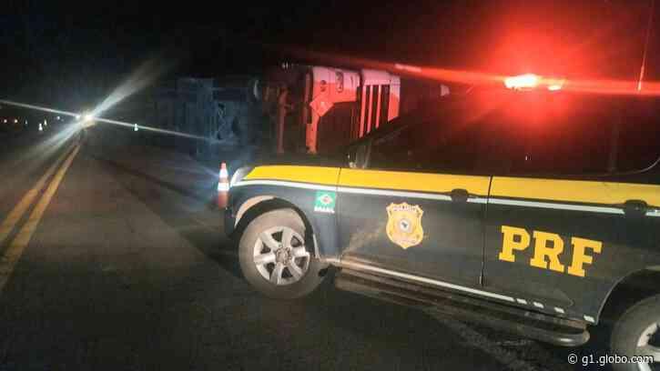 Homem morre em acidente entre caminhões na BR-116, em Vacaria - G1