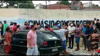 Cascavel, no Ceará, adota vacinação por ordem de chegada e moradores 'dormem na fila' para garantir senha - G1