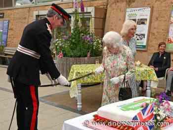 Reina Isabel asiste a ceremonia en el Castillo de Windsor para celebrar su cumpleaños - Dinero en imagen
