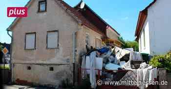 Lohra Meterhohe Müll-Türme sorgen für Ärger in Lohra - Mittelhessen