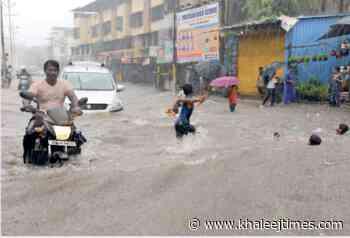 India: Heavy rains lash Mumbai, disrupt public transport - Khaleej Times