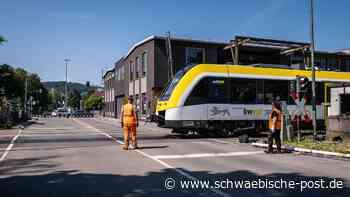 Aalen: Schranken am Bahnübergang in der Alten Heidenheimer Straße defekt   Stadt Aalen - Schwäbische Post