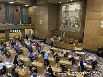 Lawmakers remove state legislator over Oregon Capitol breach - ElliotLakeToday.com