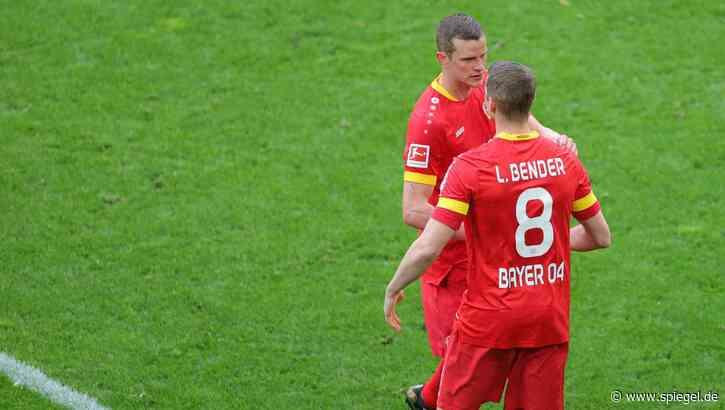 Karriereende des Leverkusen-Kapitäns: Keeper Bürki lässt Lars Bender zum Abschied einen Elfmeter einschieben - DER SPIEGEL
