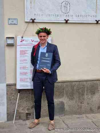 Un nuovo dottore a Grosseto: Lorenzo si laurea in Scienze politiche al Polo universitario - Grosseto Notizie