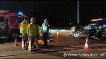 BMW rijdt met hoge snelheid in op Tesla: zeven gewonden na zware crash op E17