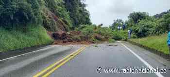 Deslizamiento de tierra mantiene con cierre total la vía Manizales-Bogotá - http://www.radionacional.co/