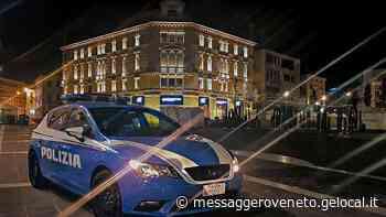 Furto con spaccata in centro a Pordenone: presi due giovani grazie alle telecamere di sorveglianza - Il Messaggero Veneto