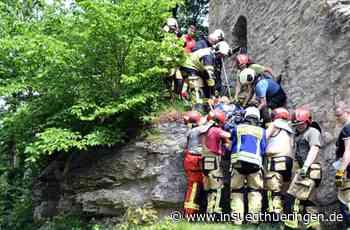Feuerwehr-Großübung - Von der Burgruine gestürzt - inSüdthüringen.de