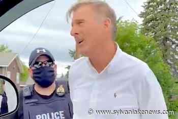 Maxime Bernier arrested following anti-rules rallies in Manitoba: RCMP - Sylvan Lake News
