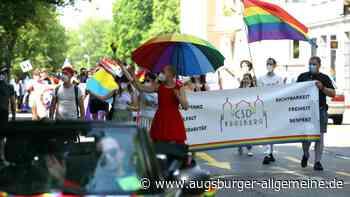 Rund 300 Menschen demonstrierten beim Christopher-Street-Day in Augsburg