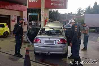Veículo bate e derruba bomba de posto de combustível em Aracaju - G1