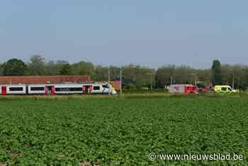 Treinverkeer op spoorlijn Deinze-Gent ruime tijd onderbroken door ongeval aan spooroverweg in Beekstraat