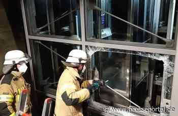FW Bremerhaven: Aufwändige Personenrettung aus gläsernen Aufzug am Bahnhof Bremerhaven-Wulsdorf - Presseportal.de