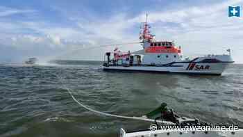 Spektakulärer Einsatz vor Bremerhaven: Mann nach Brand von Motorboot aus Nordsee gerettet - Nordwest-Zeitung