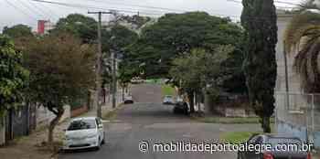 Carro pega fogo na Travessa Alfredo Costa no Medianeira - Mobilidade Porto Alegre