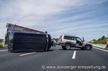 A8 gesperrt: Gespann kippt um – zehn Kilometer Stau - Leonberger Kreiszeitung