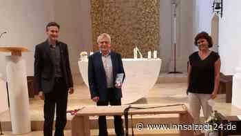 Altmühldorf: Neuer Kirchenführer von St. Laurentius vorgestellt – Ruhebankerl als Würdigung