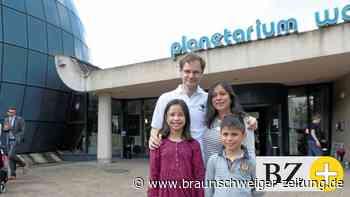 Familien sind erste Gäste im Wolfsburger Planetarium