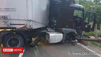 Lorry and two vans involved in M1 crash in Bedfordshire
