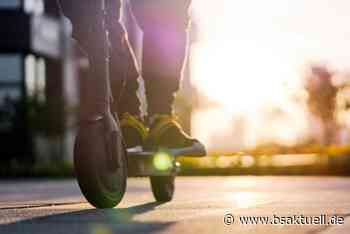 Burgau: E-Scooter-Fahrer schlägt Autofahrer - BSAktuell