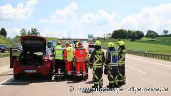 Unfall: Lastwagenfahrer übersieht auf der A8 bei Burgau ein Auto - Augsburger Allgemeine