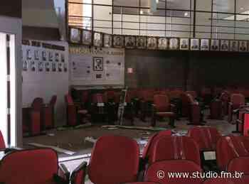 Princípio de incêndio é registrado na Câmara de Vereadores de Farroupilha - Rádio Studio 87.7 FM   Studio TV   Veranópolis