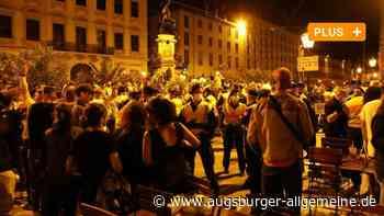 """Feiernde in der Augsburger Innenstadt, Ruhe an der """"Party-Tankstelle"""""""