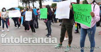 """Protestan familias de custodios en San Miguel, detenidos por fuga de """"El Pirulí"""" - Intolerancia Diario"""