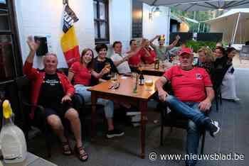 Samen voor de Rode Duivels supporteren op het terras van Parkheide - Het Nieuwsblad