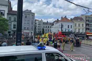 Drukte op het water in Gent: kajakker in de problemen bij Koophandelsplein