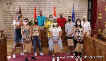 Manteniendo la tradición del Toro Enmaromado - Zamora 24 Horas