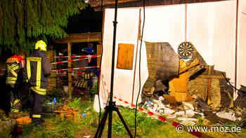 Unfall Polizei: Alkoholisierte Mutter steuert ihr Auto in einen Bungalow in Oranienburg - moz.de