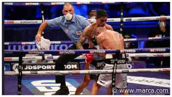 Shocking! Ritson's corner throw in the towel, but the referee throws it out again! - MARCA.com