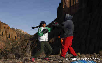 AP PHOTOS: Bolivian girl dreams of boxing glory - Yahoo News